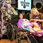 Kelly Clarkson Brings Christmas Cheer To Young Patients