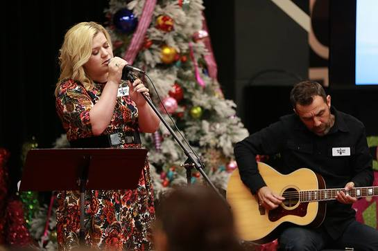 Kelly Performed Her Favorite Christmas Songs