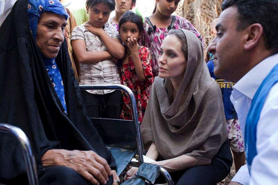 In Baghdad, Angelina Jolie visits with displaced Iraqi families
