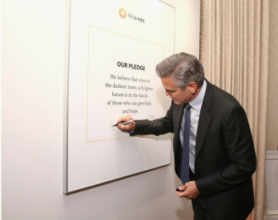 Clooney signs the 100 Lives pledge: