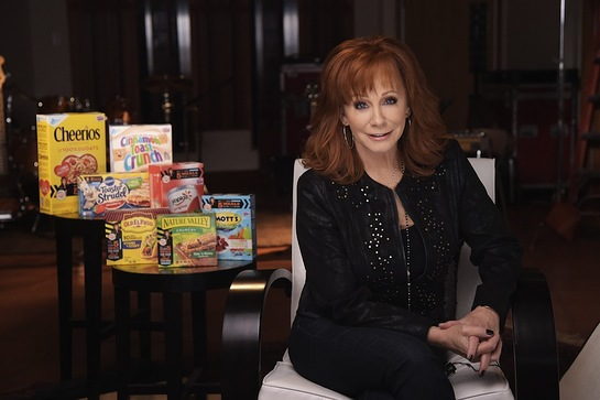 Reba shoots a public service announcement for Outnumber Hunger