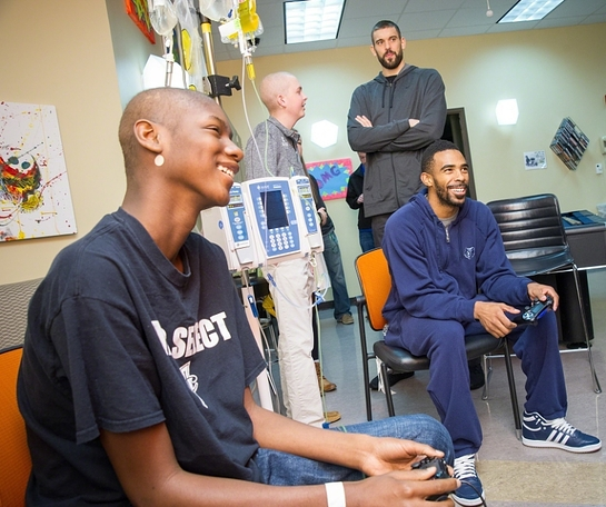 Grizzlies players Mike Conley and Marc Gasol Visit Patients