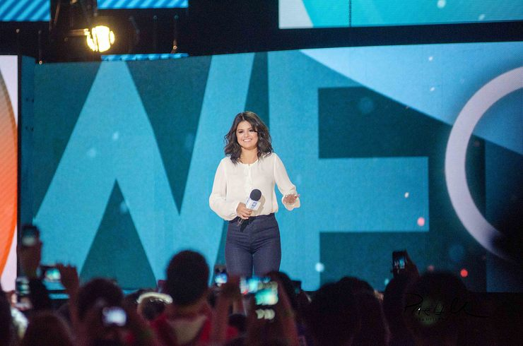 Selna Gomez hosting We Day Illinois