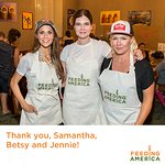 Jennie Garth And Samantha Harris Serve Meals In LA