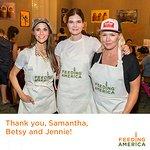 Jennie Garth And Samantha Harris Serve Meals In LA