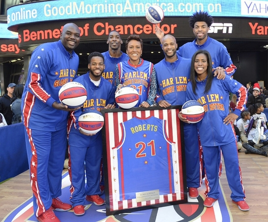 Robin Roberts With The Harlem Globetrotters