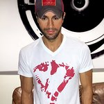 Enrique Iglesias Gives His Heart To Help Kids