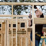 Garth Brooks And Trisha Yearwood Join Jimmy Carter To Build Homes In Memphis